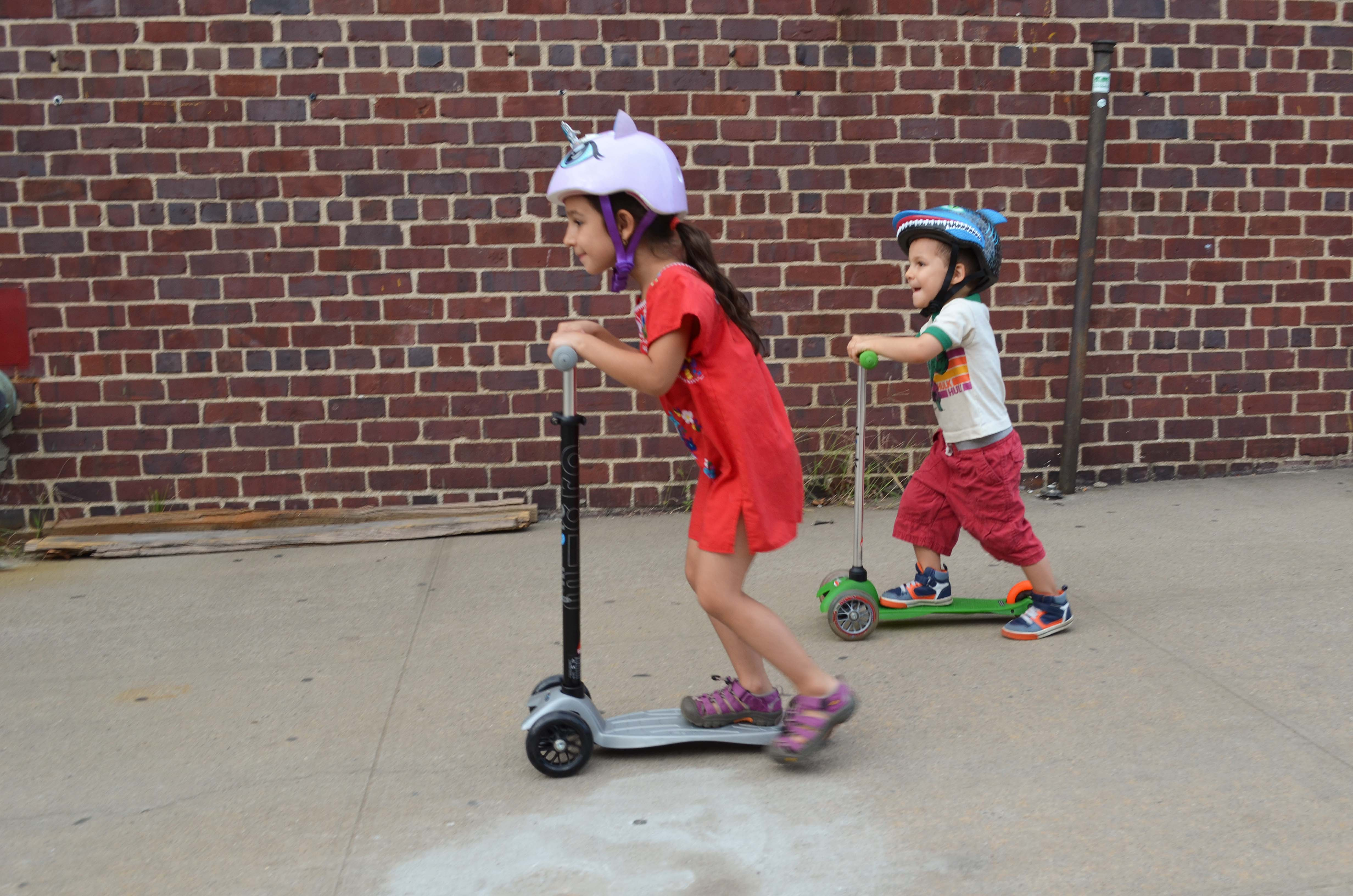 on the move with kickboard scooters a maxi micro review. Black Bedroom Furniture Sets. Home Design Ideas