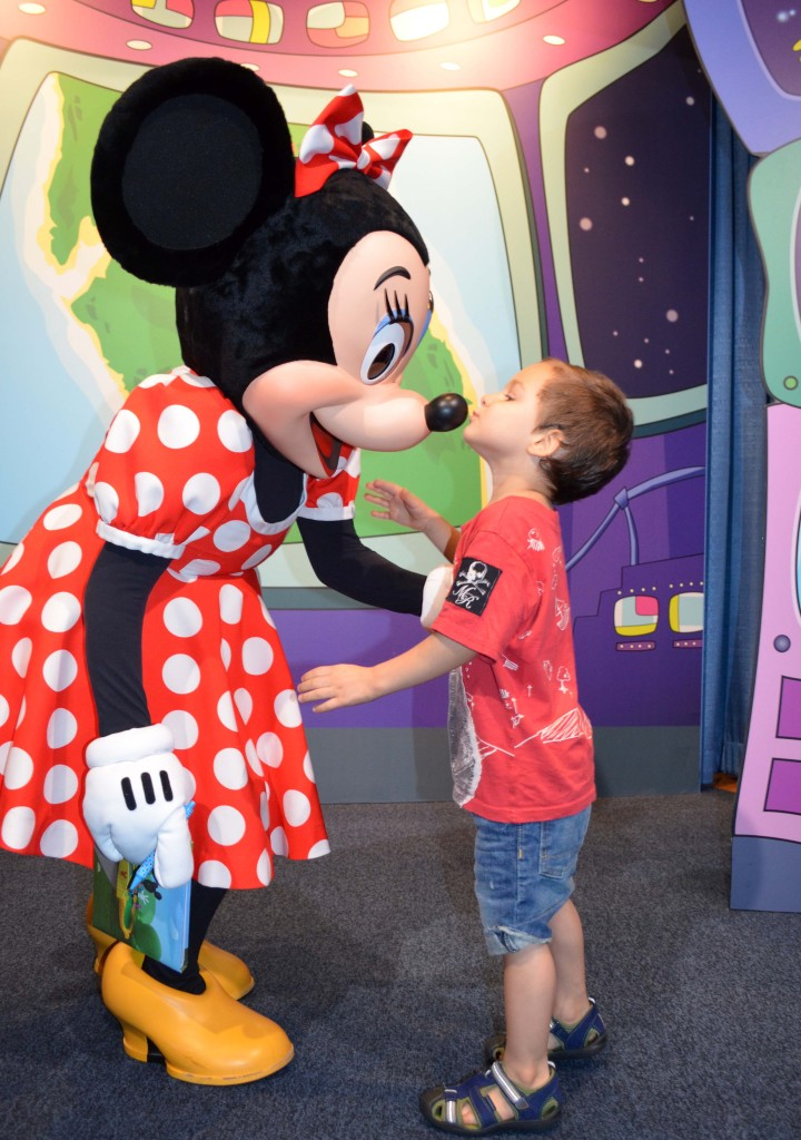 meet minnie mouse at epcot center