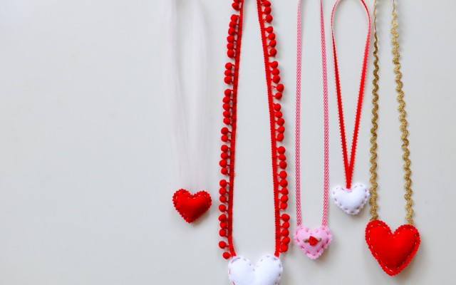 DIY felt heart necklace