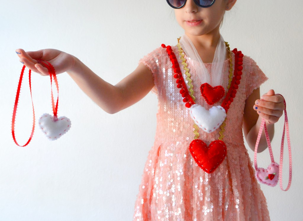 felt heart necklaces DIY