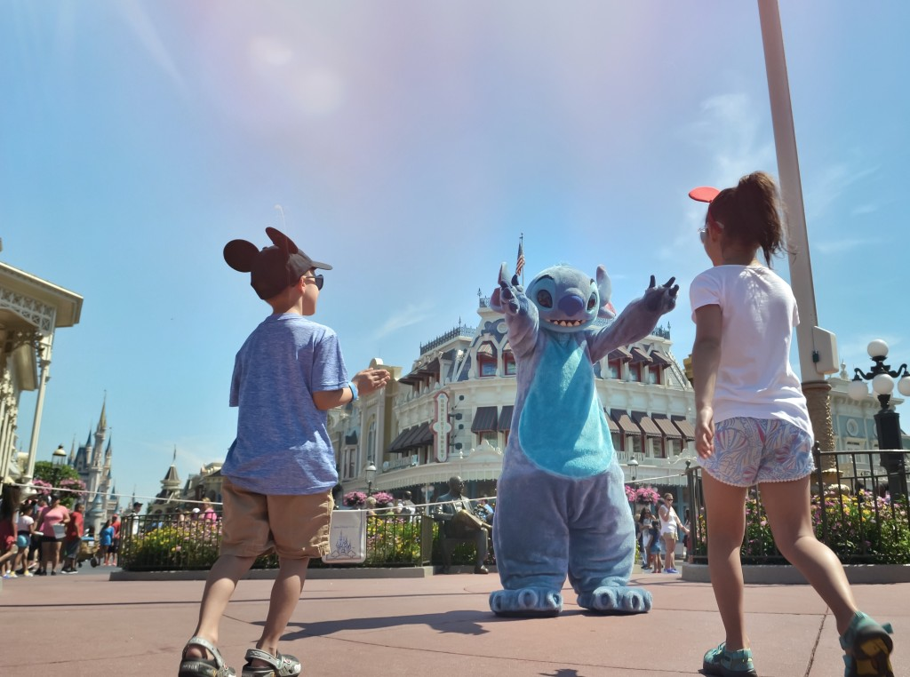Meeting-Stitch-Walt-Disney-World-Magic-Kingdom-DisneySMMC