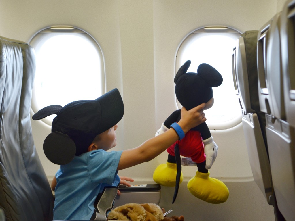 Mickey-Mouse-airplane-DisneySMMC