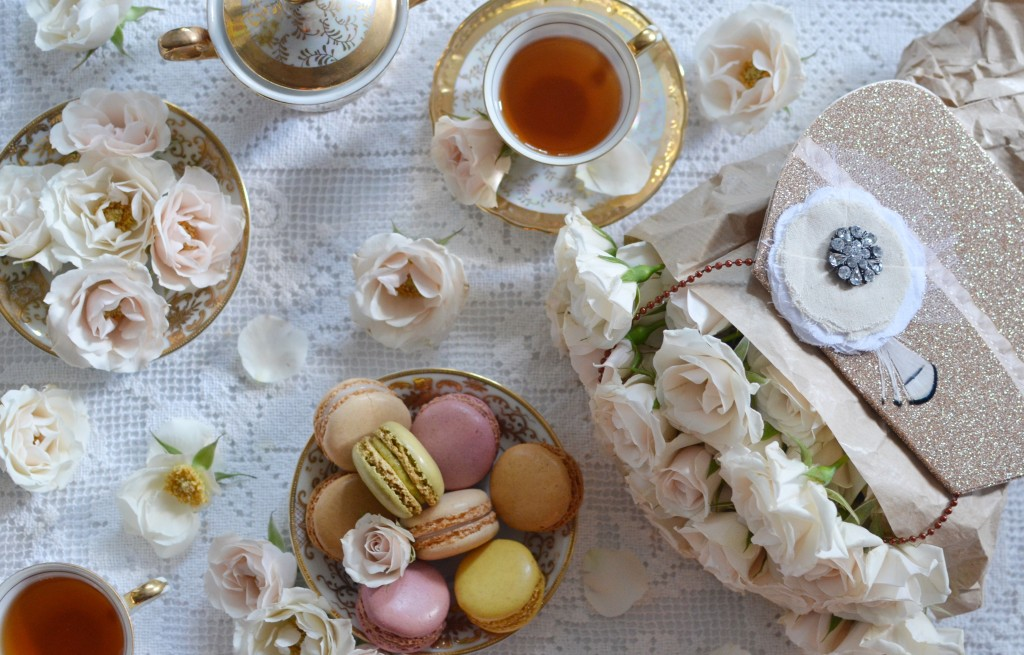 beautiful-vintage-tea-set-macaroons-floral-party-ideas