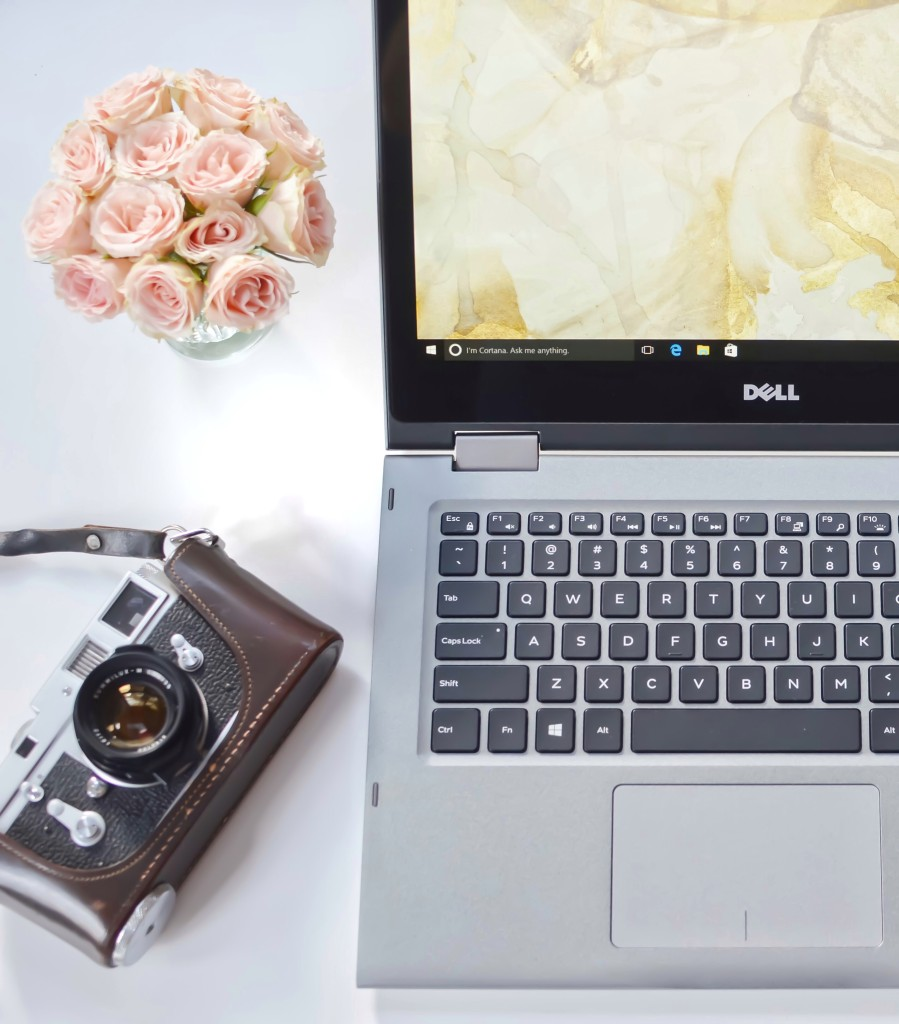 Dell-inspiron-laptop-2in1-flatlay