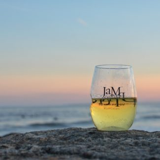 Jam-Cellars-white-wine-beach-sunset