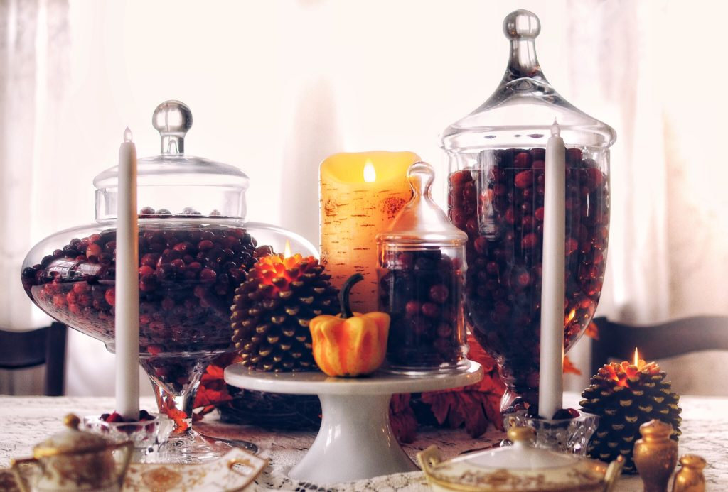 Thanksgiving-Cranberry-Table-Setting